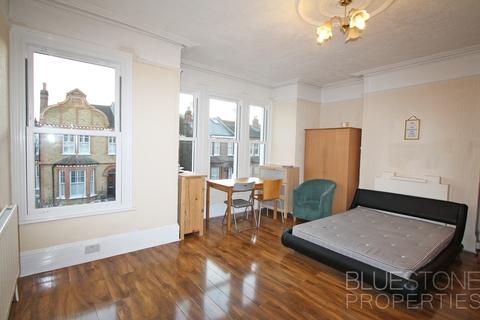 1 bedroom house share to rent - Elmfield Road, Balham, Trident Business Centre, London SW17