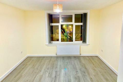 2 bedroom flat to rent - Stratford road , Hall Green B28