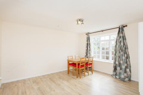 2 bedroom flat to rent - Cromwell Close, Acton, W3