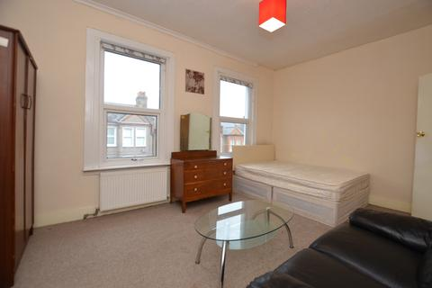 House share to rent - Neuchatel Road London SE6