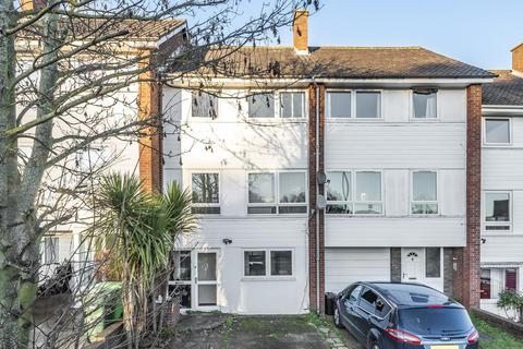 4 bedroom semi-detached house for sale - Mead Way, Bromley