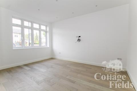 4 bedroom terraced house to rent - Stunning Newly Renovated Four Bedroom House With Wet Room For Every Floor - Firs Lane,N21
