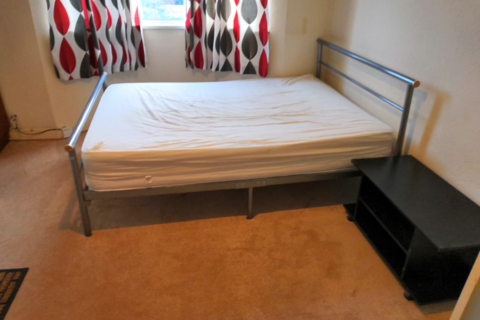Studio to rent - Fishponds Road, Tooting, London SW17