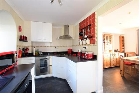 3 bedroom semi-detached house for sale - Newmarket Way, Hornchurch, Essex