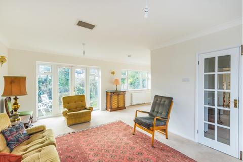 3 bedroom detached house for sale - Denehurst Gardens, Woodford, IG8