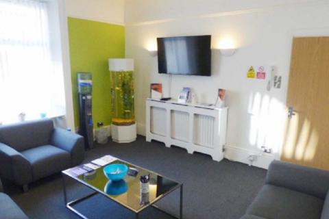 Office to rent - Carlton Street, Halifax, West Yorkshire HX1