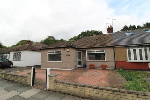 2 bedroom semi-detached bungalow for sale - Howard Road, Upminster, Essex, RM14