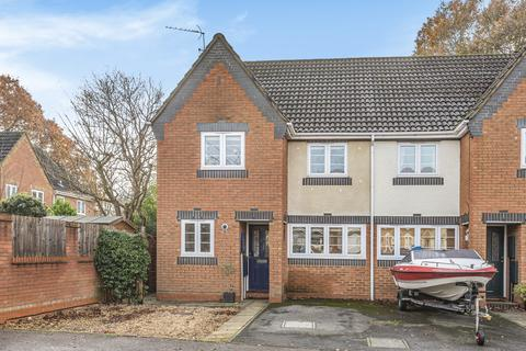 3 bedroom end of terrace house for sale - Southern Way, Farnborough , Hampshire, GU14
