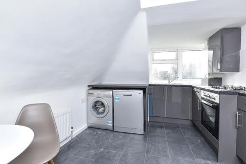 2 bedroom flat to rent - Longley Road Tooting SW17