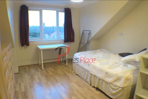 Studio to rent - Mitcham Lane, SW16
