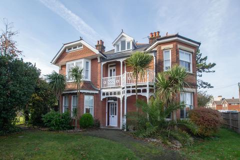 5 bedroom detached house for sale - Sydney Road, Walmer, CT14