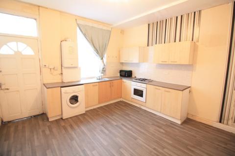 4 bedroom terraced house to rent -  Sandhurst Place,  Leeds, LS8