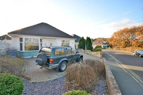 2 bedroom detached bungalow for sale - Heatherview Road, Poole, BH12 4AQ
