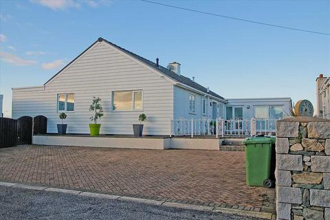 5 bedroom detached bungalow for sale - Swn Y Don (Sound Of The Waves), Beach Road, Cemaes Bay