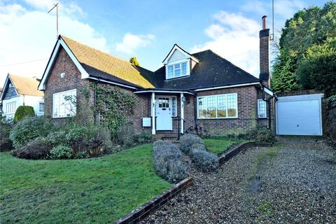 3 bedroom detached bungalow for sale - Stagbury Avenue, Chipstead, Coulsdon, Surrey, CR5