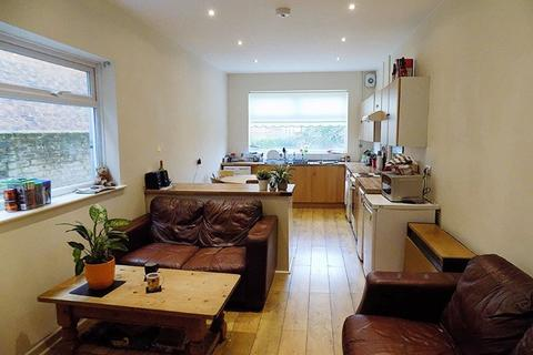 4 bedroom terraced house to rent - *NO STUDENT FEES* Francis Avenue , Southsea