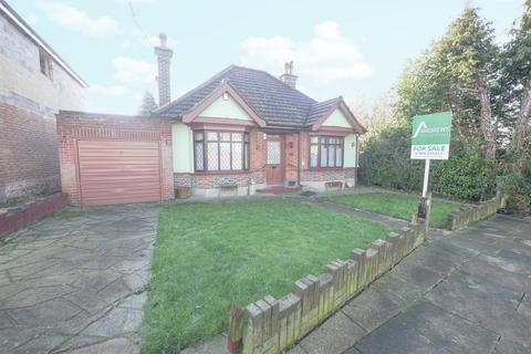 2 bedroom detached bungalow for sale - Dorset Way, Hillingdon