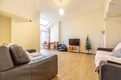 6 bedroom terraced house to rent - £86pppw - Chester St - Sandyford