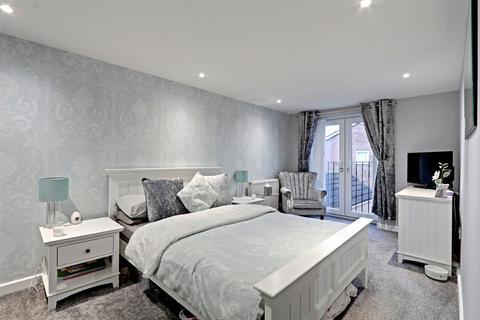 3 bedroom semi-detached house for sale - Kestrel Avenue, Hull, East Yorkshire, HU8