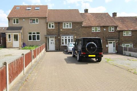 3 bedroom terraced house to rent - Straight Road, Romford
