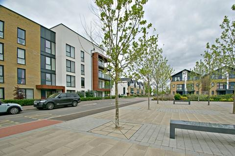 3 bedroom apartment to rent - St. Clements Avenue, Harold Wood