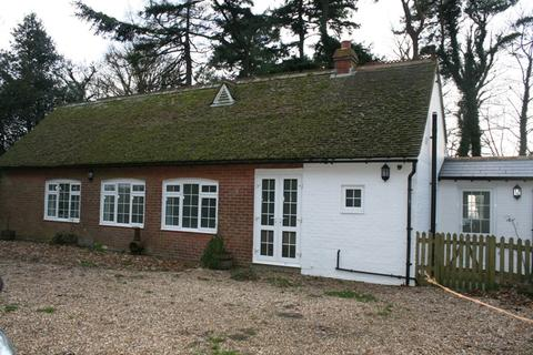 3 bedroom detached bungalow to rent - Wye Road, Hastingleigh, Ashford