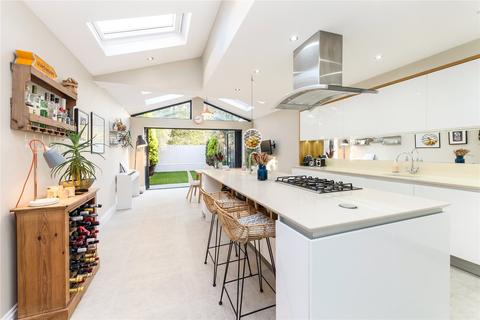4 bedroom terraced house to rent - Meon Road, London, W3