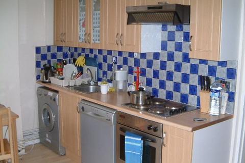 4 bedroom apartment to rent - Frensham Drive, Roehampton