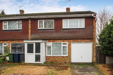 3 bedroom end of terrace house for sale - Totteridge Drive, High Wycombe