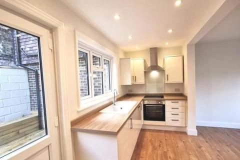 2 bedroom house to rent - Shipbourne Road, Tonbridge , Kent