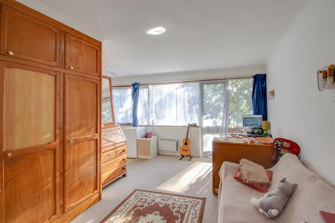Studio to rent - Bampton Road, Forest Hill