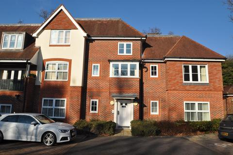 2 bedroom property to rent - St. Catherines Wood, Camberley