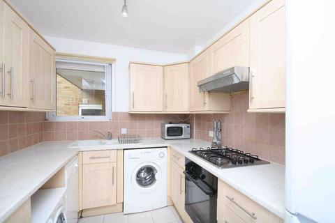 3 bedroom flat to rent - Albert Drive, London
