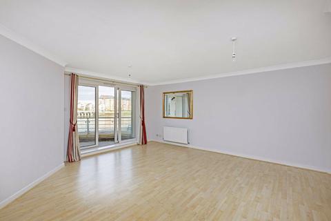 2 bedroom flat to rent - Mendip Court, London, SW11