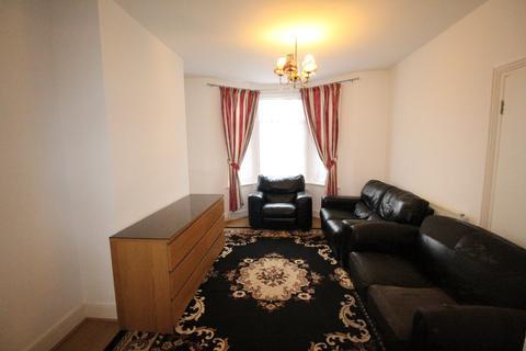 3 bedroom terraced house to rent - Cranborne Road, Barking, Essex, IG11