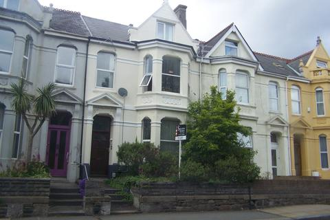Studio to rent - Beaumont Road,