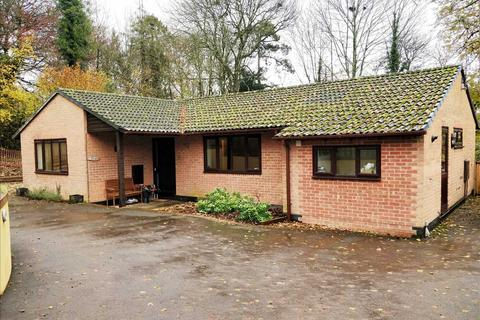 3 bedroom bungalow to rent - Kings Walk, Whitchurch