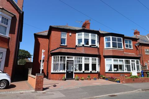 4 bedroom semi-detached house for sale - Trafalgar Crescent, Bridlington