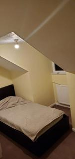 4 bedroom house share to rent - Single Room to Rent in Shared House, Wilkins Close, Mitcham