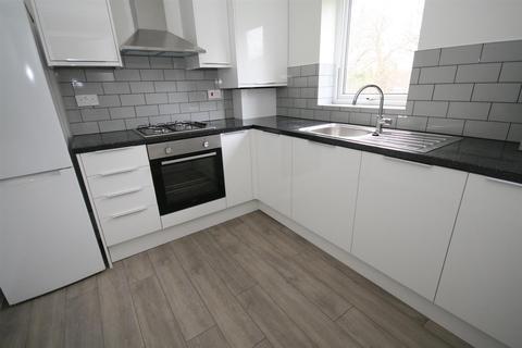 2 bedroom flat to rent - Evergreen Way, Hayes