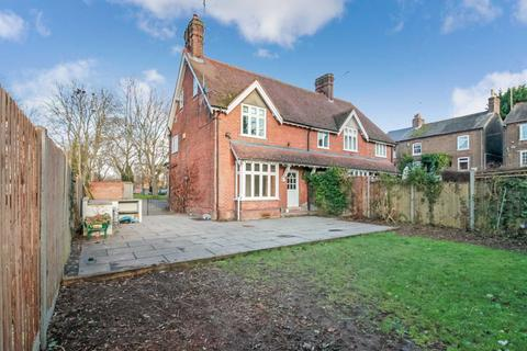 3 bedroom semi-detached house to rent - Brook Street, Tring