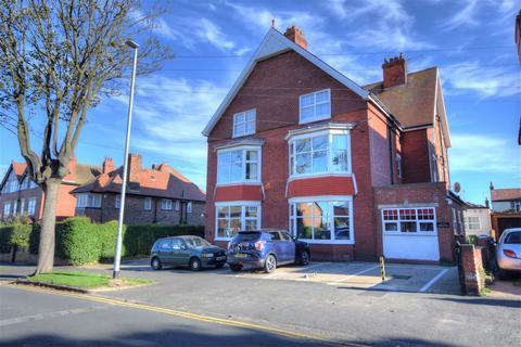 3 bedroom flat for sale - Cardigan Road, Bridlington, YO15 3LP