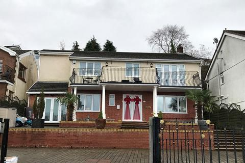 3 bedroom detached house for sale - Ravens Court, Neath, Neath Port Talbot.