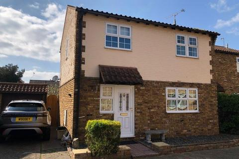 3 bedroom detached house for sale - MERLIN COURT, CANVEY ISLAND, ESSEX