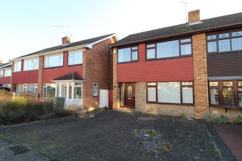 3 bedroom semi-detached house for sale - Limerick Gardens, Upminster, Essex, RM14