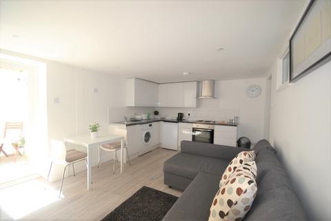 1 bedroom flat to rent - Putney Bridge Road, London, SW15