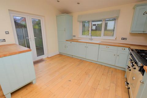 4 bedroom semi-detached house to rent - Park Avenue, CARSHALTON, Surrey, SM5