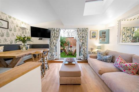 2 bedroom flat for sale - Buckmaster Road, SW11