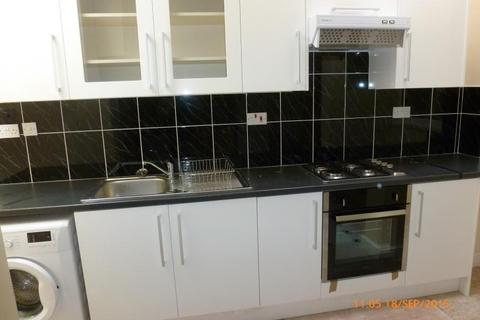 5 bedroom flat to rent - Heeley Road