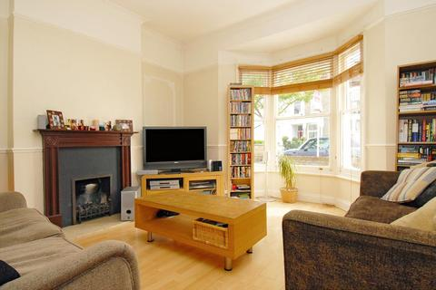 2 bedroom flat to rent - Byrne Road Balham SW12